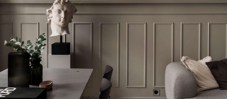 Möbler och staty
